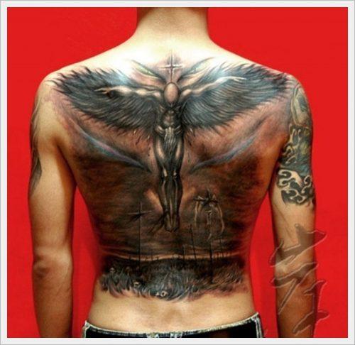 23 tatuajes tribales en la espalda