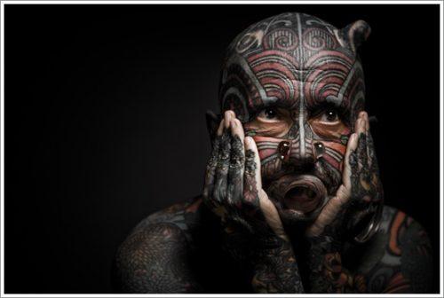 27 tatuajes en la cara