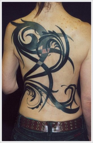 3 tatuajes tribales en la espalda