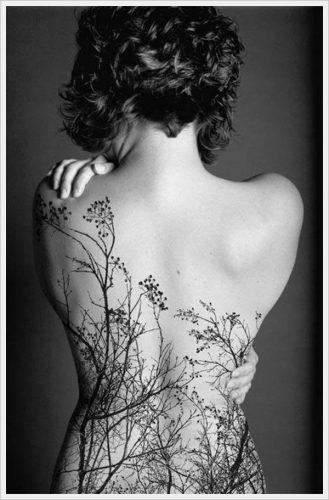 tatuajes para mujeres sexys en la espalda 13