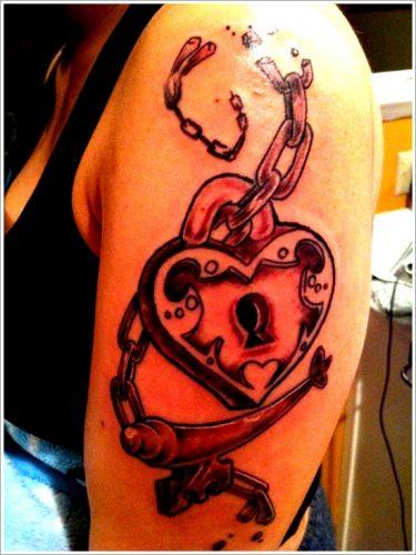 tatuajes de llaves y cerraduras29