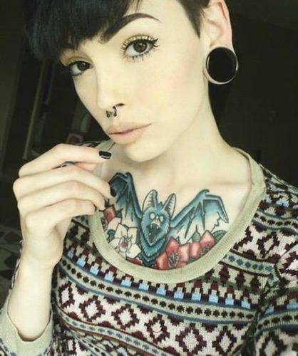 tatuajes en el pecho pectoral para mujeres17