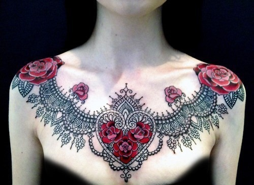 tatuajes en el pecho pectoral para mujeres2