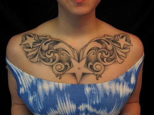 tatuajes en el pecho pectoral para mujeres33