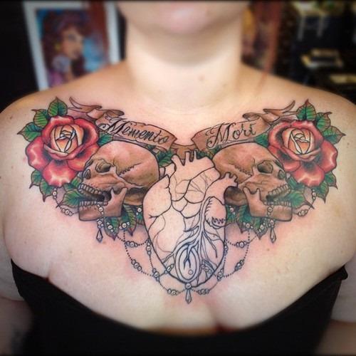 tatuajes en el pecho pectoral para mujeres8