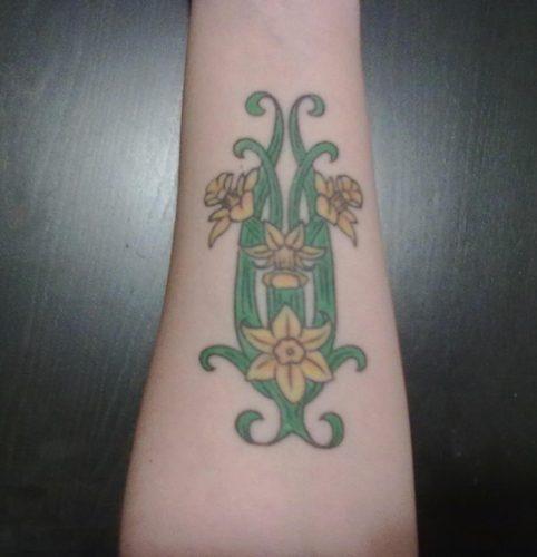 tatuajes de flor narciso4