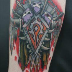 25 diseños poderosos de tatuajes de escudos