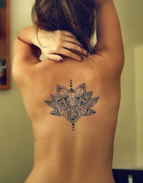 Imagen del tatuaje de mujer desnuda