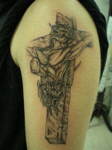 tatuajes de crucifijos1