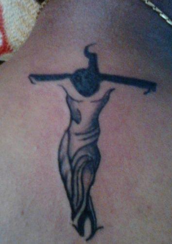 tatuajes de crucifijos19