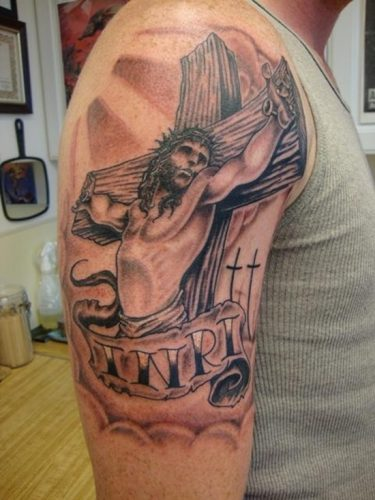 tatuajes de crucifijos21