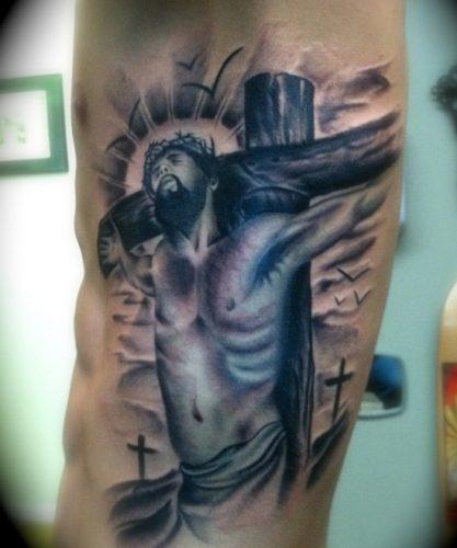 tatuajes de crucifijos23