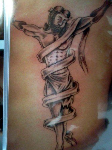 tatuajes de crucifijos3