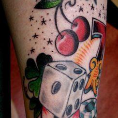 30 diseños de tatuajes de dados para no dejar nunca de jugar