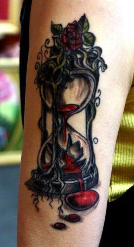 tatuajes de relojes de arena21
