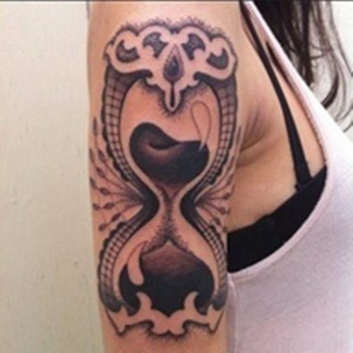 tatuajes de relojes de arena24