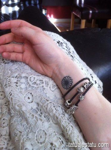 tatuajes de margaritas flor14