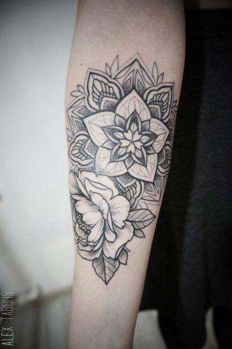 tatuajes-para-mujeres-en-la-pierna-35
