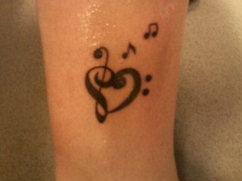 tatuajes-pequenos-de-notas-musicales-2