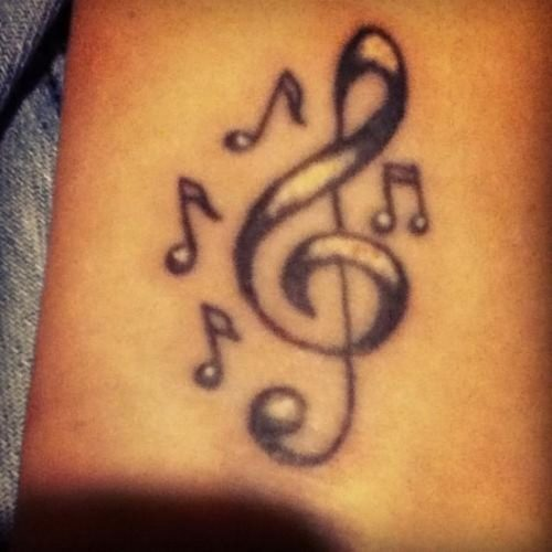 tatuajes-pequenos-de-notas-musicales-45