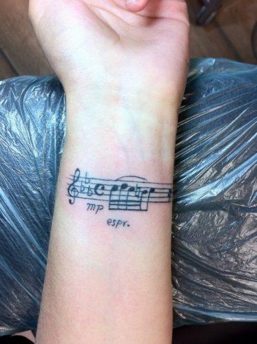 tatuajes-pequenos-de-notas-musicales-52