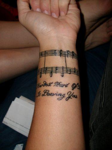 tatuajes-pequenos-de-notas-musicales-6