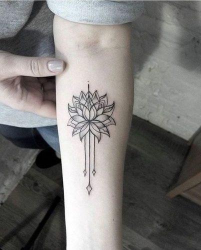 tatuajes-en-el-muslo-para-mujeres-12