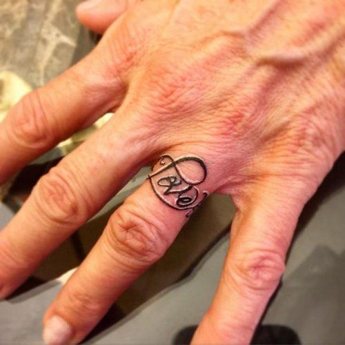 tatuajes-en-los-dedos-22