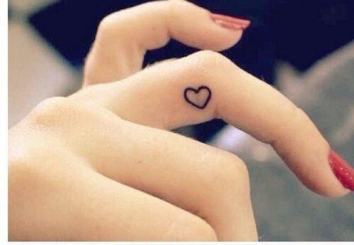tatuajes-en-los-dedos-24