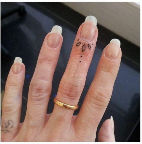 tatuajes-en-los-dedos-35
