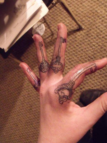 tatuajes-en-los-dedos-9